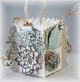 2013/05/19/gift_box_with_organza_ribbon_handle_3_by_xoxnikkixox.JPG