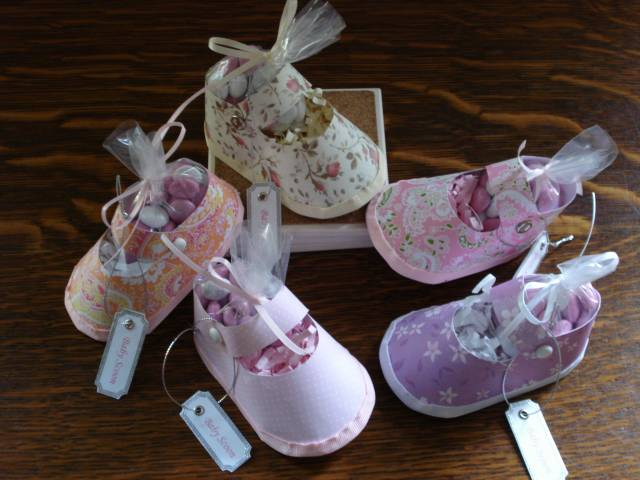 Baby shoe shower favors by megala3178 at for Baby shower paper crafts