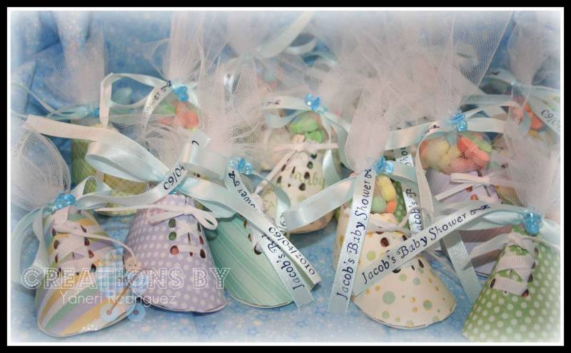 Baby shower party favors booties by yaneri at for Baby shower paper crafts
